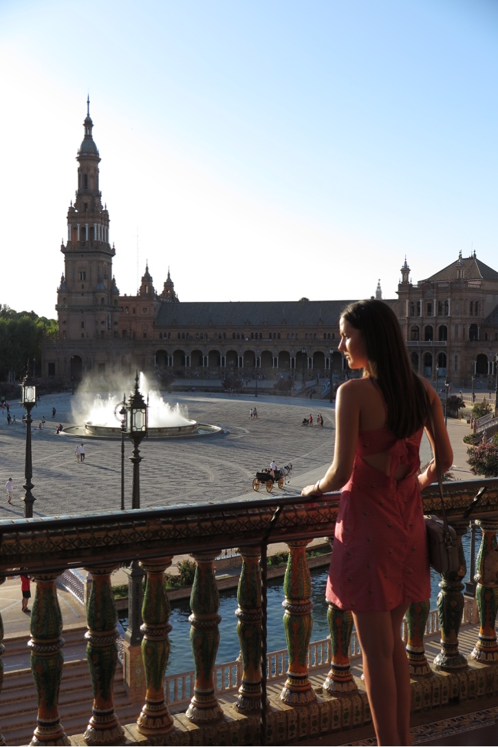 LOOKING OUT OVER THE PLASA DE ESPANA