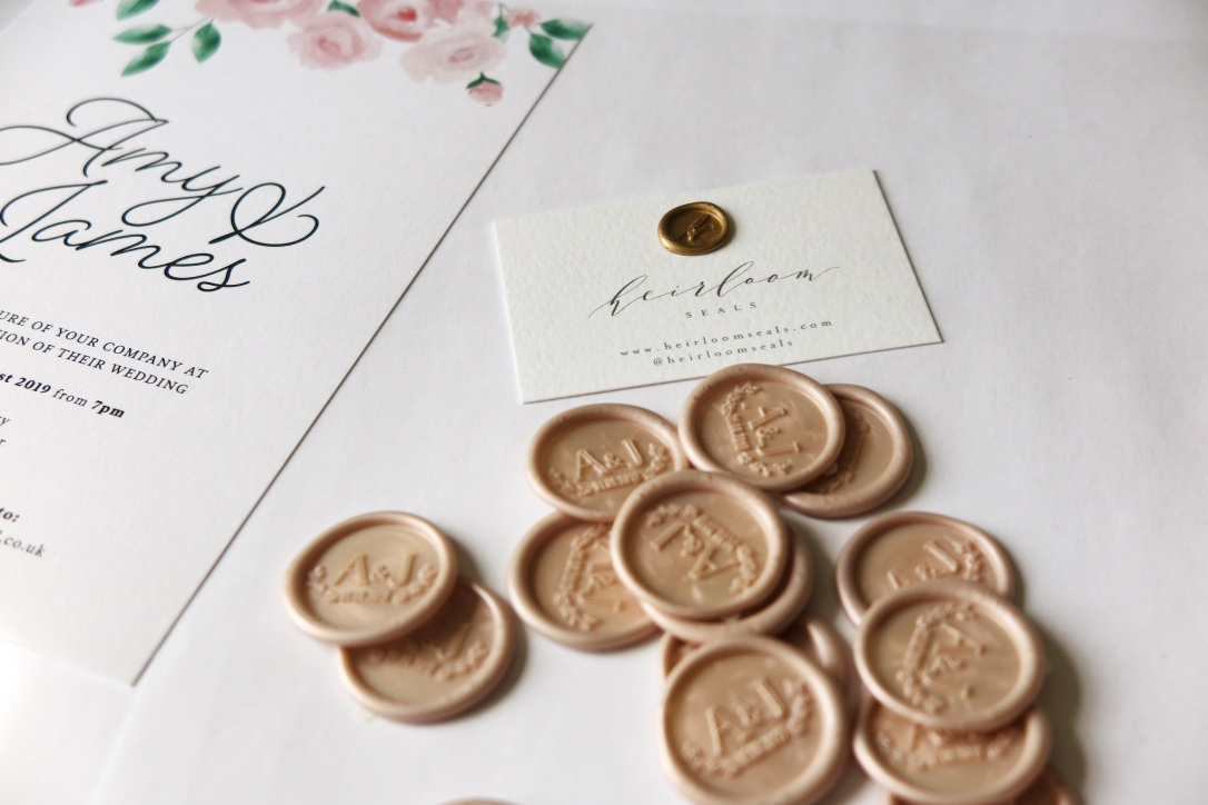 AN ADDED TOUCH OF LUXE TO OUR WEDDING INVITES: WAX SEALS